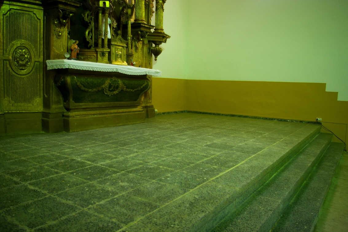 Villamartín de don Sancho. Suelo del altar.